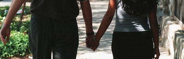 pareja-de-la-mano