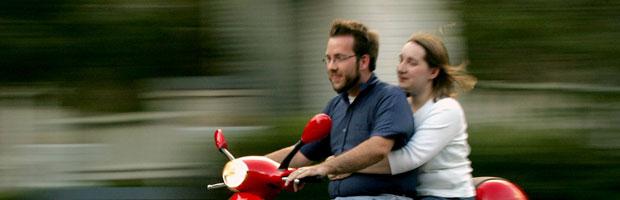 pareja-en-moto