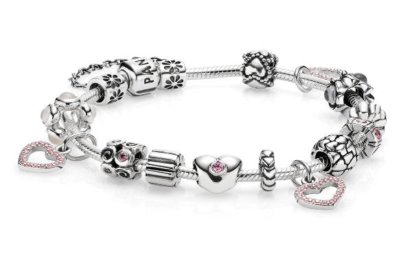 Pulsera Pandora delicada y con un toque de lujo.