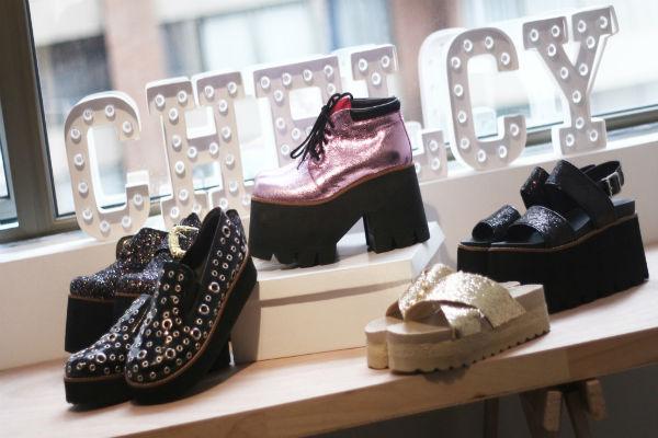 La marca argentina, Chelcy,  presenta los borcegos, los colores metalizados y las plataformas.