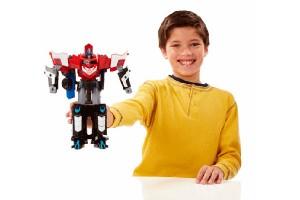 Mega Optimus Prime es perfecto para los fanáticos de los héroes, se trata de una figura de acción que permite pasar de robot a camión –y viceversa- en sólo segundos.