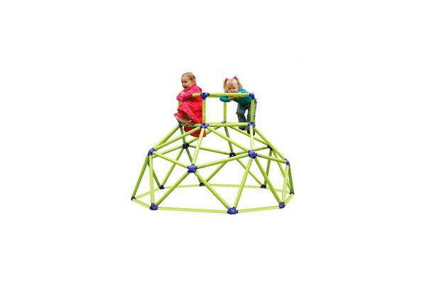 Trepador Eezy Peezy disponible en Bebé Urbano, permite que los niños desde 3 hasta 8 años puedan desarrollar su motricidad e imaginación trepando a través de su estructura plástica resistente hasta 70 kilos.