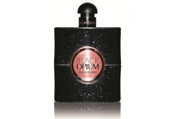 Black Opium es la nueva fragancia femenina de Yves Saint Laurent. Este perfume , juega con la intensidad que surge del encuentro entre la oscuridad y la suave luminiscencia.