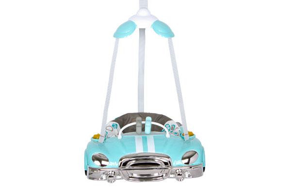 Esta silla Saltarina Auto de Mamalove de Baby Point Store, se usa incluso antes de caminar, es ideal para incentivar a los niños a dar los primeros pasos. Se adapta a distintas alturas. Incluye un arco de juego, luces y melodías.