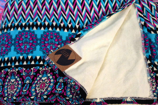 Reest es una marca chilena que produce pareos y toallas.
