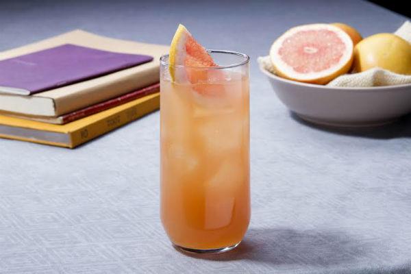 Alto fixer: 2 Oz Alto del Carmen 35°, 2 oz jugo de pomelo,1 rodela de pomelo. Completar con ginger ale y mucho hielo.Gentileza Alto del Carmen