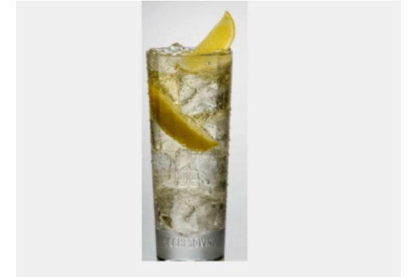 Altonic: 2 Oz Alto del Carmen 40° reservado, 1 slice jengibre, 1 drop de limón. Completar con tónica y mucho hielo. Gentileza Alto del Carmen