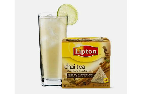 Chilcano con chai tea: 2 bolsitas Pyramids Chai Tea Spiced Cinnamon Chai, 60 cc de Pisco, 30 cc de goma, 3 o 4 gotas de Amargo de Angostura, 1 rodaja de limón, ginger Ale y hielo.Gentileza Lipton tea.