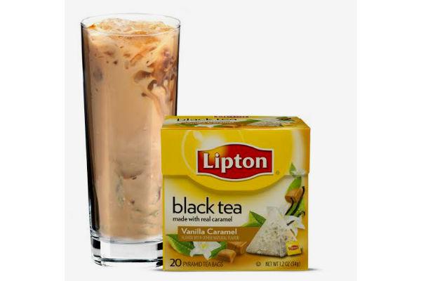 Momento dulce: 2 bolsitas Pyramids Black Tea Vainilla Caramel, 60 cc de Bailey's, 1 cucharada de helado de vainilla y hielo. Gentileza Lipton tea.