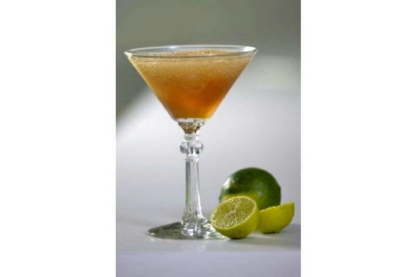 Daiquiri mulata: 1 cuchara de azúcar, 15 ml de jugo de limón, 30 ml de licor de café, 45 ml de Havana Club Añejo y hielo.