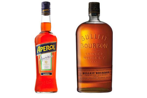 Un buen Aperol o un Bulleit Bourbon. Dos regalos para celebrar con ganas al papá gozador.