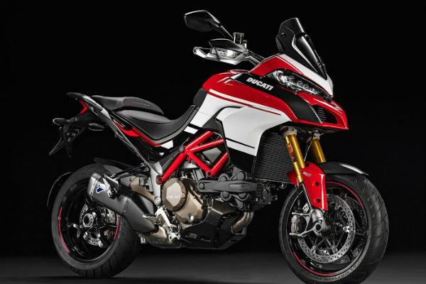 Y si la familia completa decide hacerle un regalo al rey de la casa, ¿por qué no jugársela con un juguetito como esta moto Ducatti? Una idea si quieres que tu regalo sea espectacular.