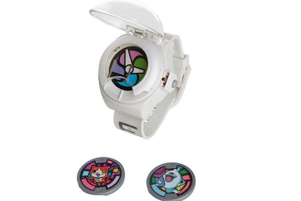 Yokai Watch, con el reloj de espectros Yokai.