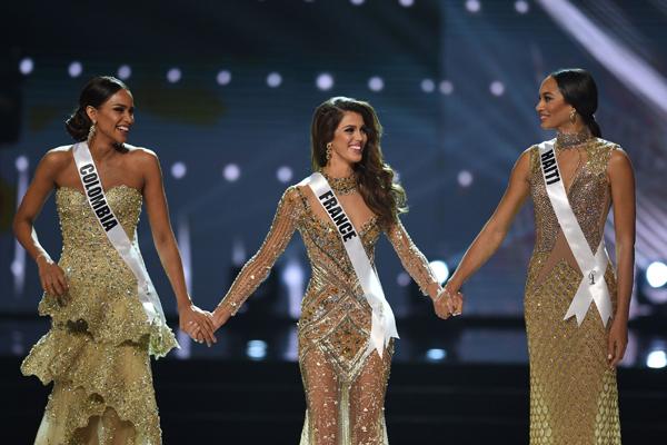 Miss Haití, Raquel Pélissier,  se coronó como primera finalista y Miss Colombia,  Andrea Tobar que se quedó con el tercer lugar.