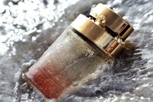 Wonderlust es el nuevo perfume de Michael Kors es una fragancia con notas florales y frutales, que de seguro le encantará.