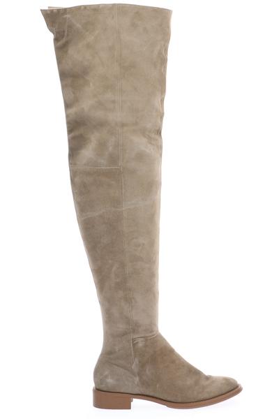 Las botas over the knee, también conocidas como bucaneras.De cuero y cuero nobuck, en colores como el nude, café y negro serán el hit de la temporada. Las encuentras en Gacel.