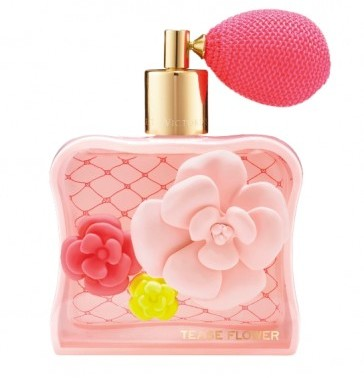 Tease Flower de Victoria's Secret  es una fragancia floral con notas de orquídea azucarada, tulipanes de primavera, nata montada con vainilla.