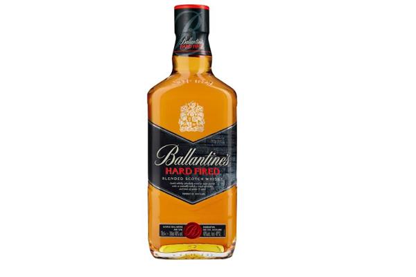 Ballantine's Hard Fired. Encuéntralo en  supermercados y botillerías a lo largo del país.