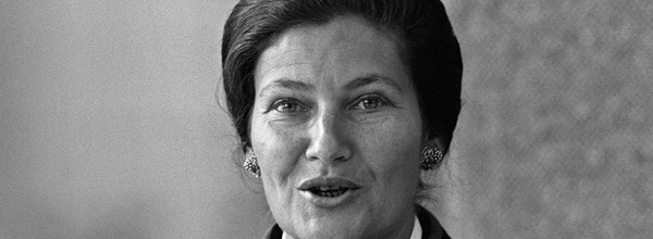 (FILES) This file photo taken on September 16, 1976 in Paris shows French Minister for Health Simone Veil giving a speech about the campaign she launched against Tobacco. French abortion pioneer Simone Veil died aged 89 announced her family on June 30, 2017. / AFP / -   FILES-FRANCE-POLITICS-VEIL-DECEASE