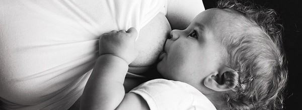 breastfeeding-2428378_640