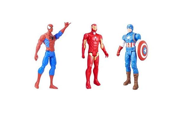 TITAN HEROES es la línea de muñecos donde puedes encontrar las figuras del Hombre Araña, Iron Man, Capitán América, Thor, Gotg (Guardianes de la Galaxia) y Hulk. Cada figura de gran escala tiene cinco puntos de articulación. Están pensadas para menores desde los 4 años de edad. Los encuentras en Hasbro Chile.