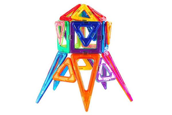 IMACLICK el juego inteligente para construcción en 3D. Con él, los niños podrán construir múltiples figuras utilizando su imaginación y estimulando su cerebro.  Lo encuentras en Bebé Urbano.