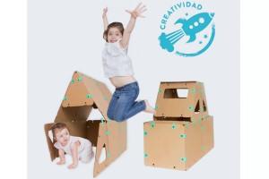 El Kit de Creatividad de Ikitoi será su fascinación. Se trata de un juego compuesto por láminas geométricas de cartón reforzado y reciclado, con las cuales podrá armar figuras de gran tamaño y así jugar dentro de un avión, cohete, cocina, teatro y más construcciones. También es de denda.cl
