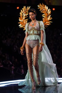 US model Jourdana Phillips presents a creation during the 2017 Victor