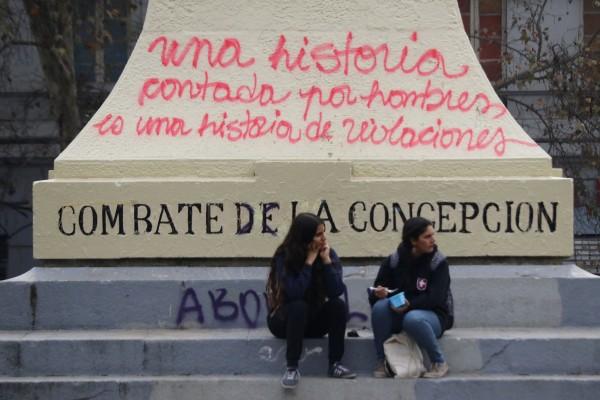 """16 de Mayo de 2018/SANTIAGO  Cientos de estudiantes comienzan a llegar hasta Plaza Italia, para participar de una nueva marcha feminista convocada por la Confech, """"contra la violencia machista, educación no sexista"""" FOTO: LEONARDO RUBILAR CHANDIA/AGENCIAUNO"""