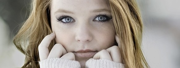 redhead-1123645_640