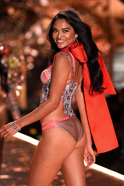 Australian model Shanina Shaik walks the runway at the 2018 Victoria'