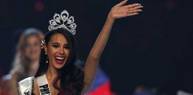 RUN1436. Bangkok (Thailand), 16/12/2018.- Miss Philippines Catriona Gray jubilates after she was crowned as the new Miss Universe during the Miss Universe 2018 beauty pageant at Impact Arena in Bangkok, Thailand, 17 December 2018. Women representing 94 nations will participate in the 67th Miss Universe 2018 beauty pageant in Bangkok. (Filipinas, Tailandia) EFE/EPA/RUNGROJ YONGRIT EDITORIAL USE ONLY Miss Universe 2018 beauty pageant in Bangkok