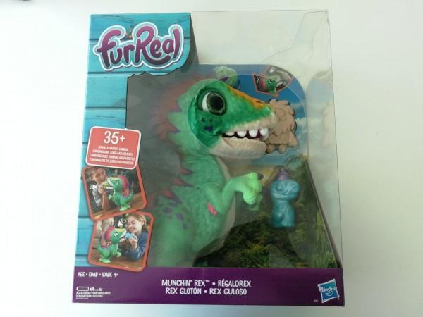 Este simpático dinosauiro de la línea Fur Real de Hasbro, asegura horas de entretención.