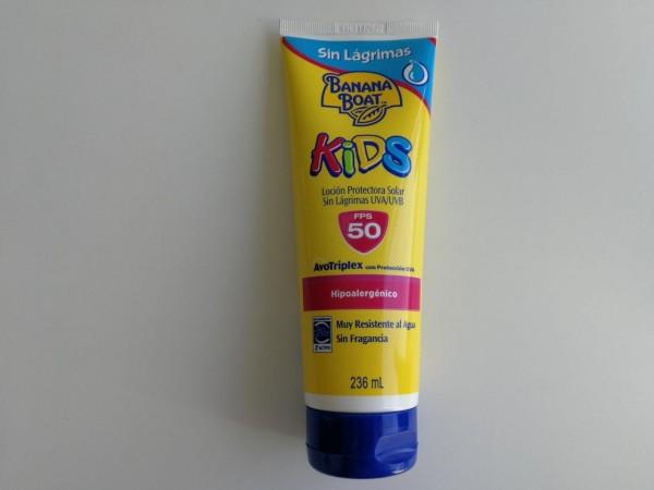 Este bloqueador infantil de Banana Boat, permitirá que los niños jueguen al aire libre protegidos de los rayos UV. Es sin perfume, hipoalergénico  y muy resistente al agua.