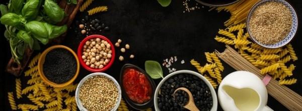 fondo-alimentos-concepto-alimentos-varios-sabrosos-ingredientes-frescos-cocinar-ingredientes-italianos-comida-vista-arriba-espacio-copia_1220-1491