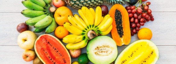 frutas-mixtas-manzana-platano-naranja-otras_74190-938