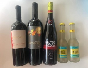 Este set compuesto de Vinos de Chilean Grape Group, son perfectos para acompañar cualquier cita romántica.