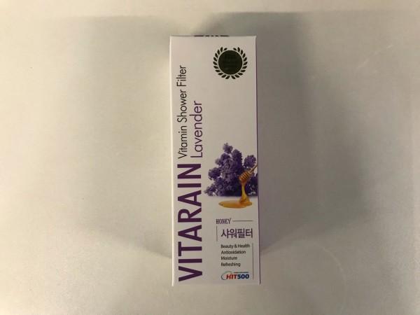 Este novedoso filtro de ducha VITARAIN elimina el cloro y metales pesados del agua. Es un producto coreano certificado por la FDA que en cada baño entrega vitaminas, hidratantes y aromaterapia. Deja la piel suave y luminosa, disminuye el frizz del cabello, dejándolo suave y brillante.