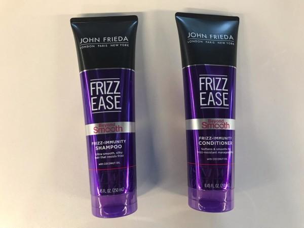 Frizz Ease Beyond Smooth Frizz Immunity champú y acondicionador, se adaptan a las necesidades de todos niveles de frizz. Gracias a sus fórmulas con aceite puro de coco y agentes acondicionadores es posible obtener un cabello notablemente más lacio