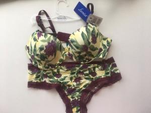 Con este conjunto de lencería primaveral de Leonisa  te sentirás hermosa.