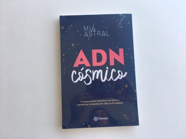 Sin duda el nuevo libro de la aclamada astróloga Mia Astral, es lectura obligada para este verano.