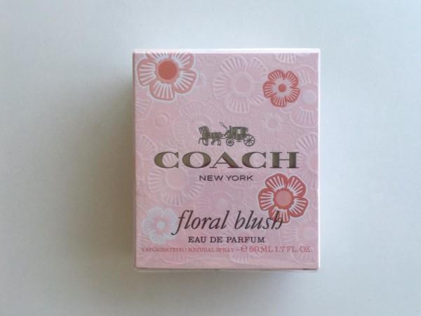 """La fragancia Coach """"floral blush"""" te envolverá de una fragancia con notas de salida de Piña, Pimienta Rosa, Bergamota, Lima Ácida y Naranja"""