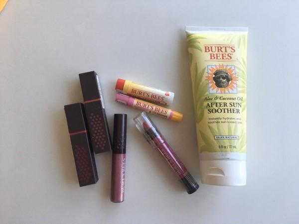 Este set de productos Burt´s Bees es perfecto para quienes aman los cosméticos y maquillajes a base de ingredientes naturales.